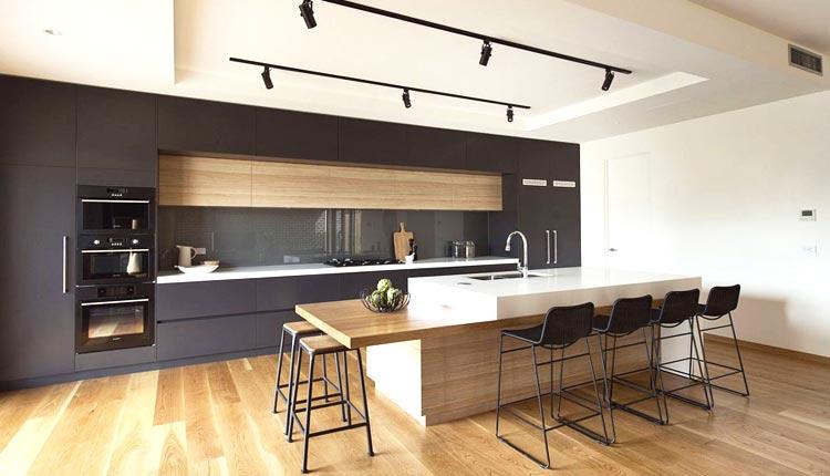 Cucine ristrutturate - Cucina con Bancone da Bar