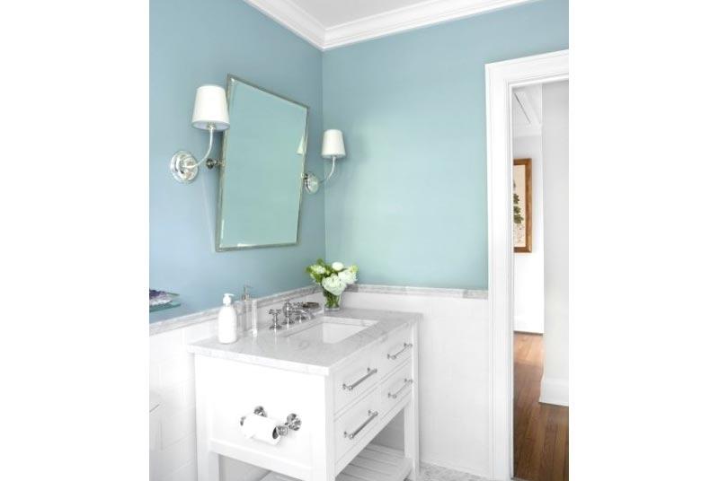 Bagno piccolo pareti azzurre