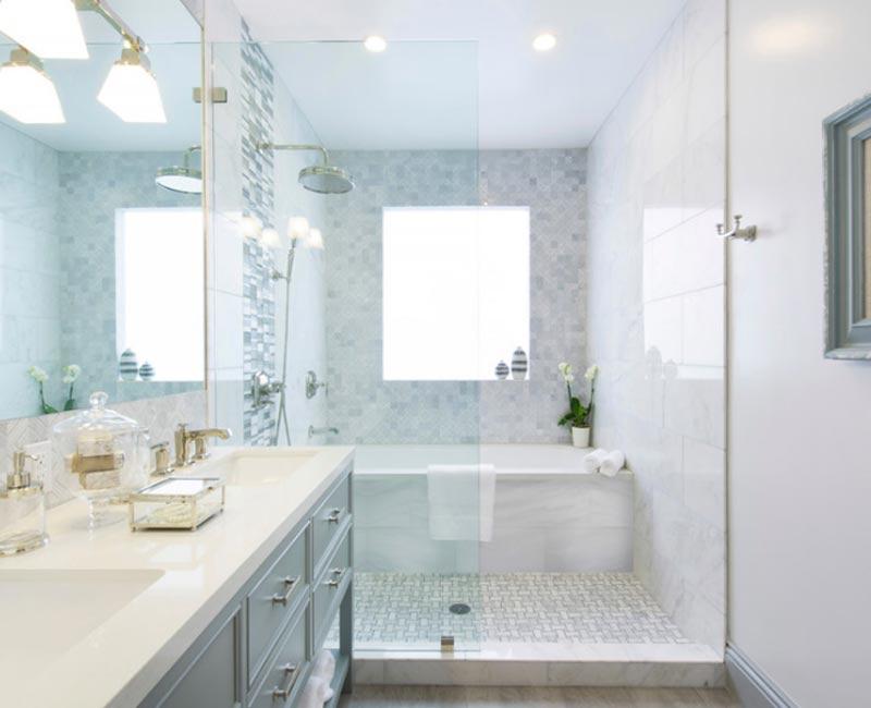 Bagno con vasca e doccia foto 2