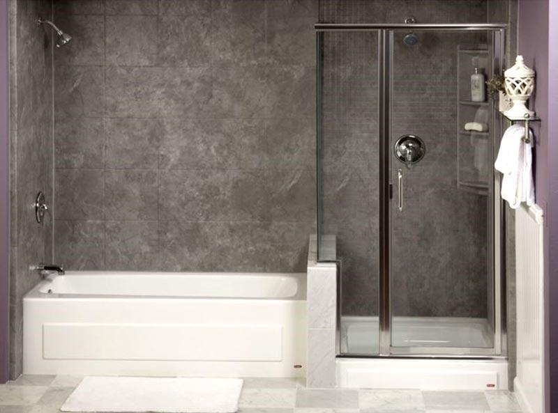 Bagno con vasca e doccia foto 4