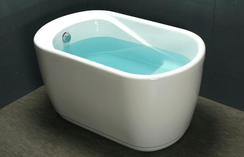 Vasca da bagno piccola in acrilico rinforzato