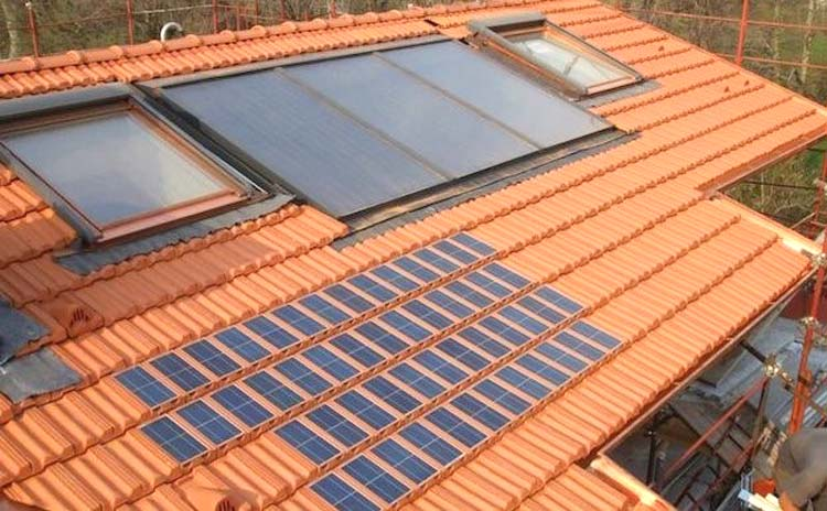 Foto tegole tetto fotovoltaiche