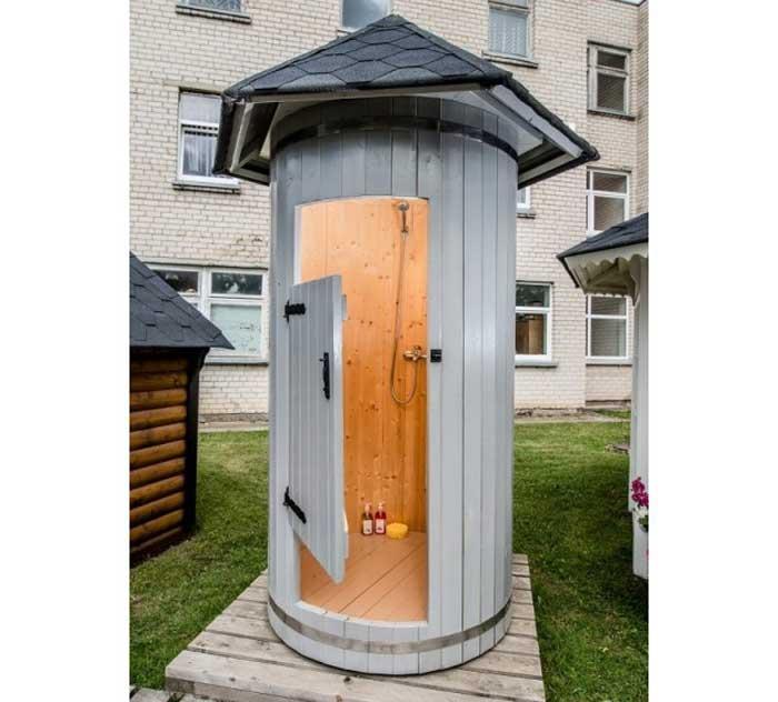 cabina doccia esterna in legno massiccio