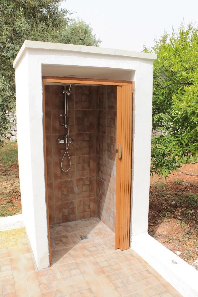 Cabina doccia per giardino in muratura