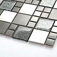 esempio piastrelle in pietra naturale e acciaio inox a mosaico