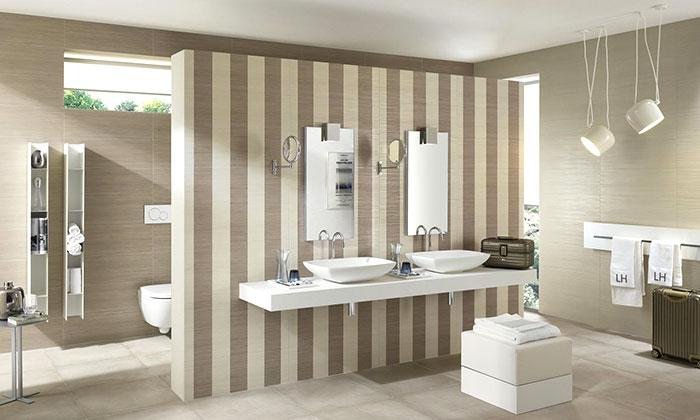 esempio di rivestimento per il bagno con pareti a strisce