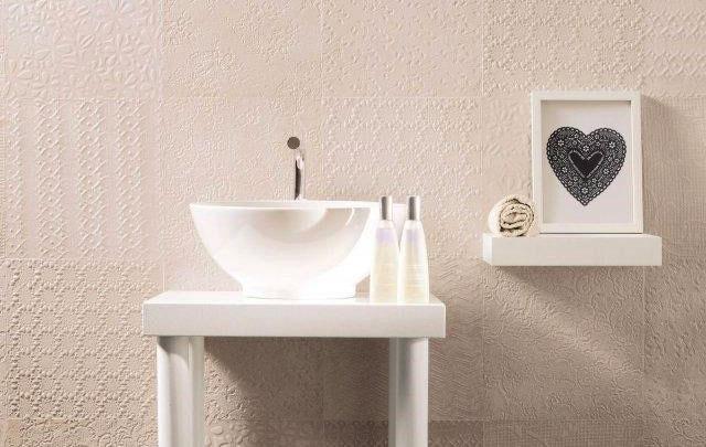 esempio di rivestimento bagno in effetto tessuto e effetto 3D idea 3