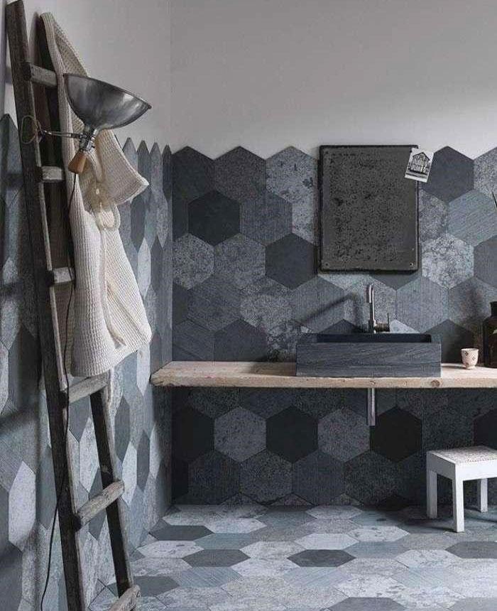rivestimento con cementine classiche per il bagno