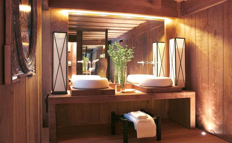 rivestimento bagno in legno effetto boiserie
