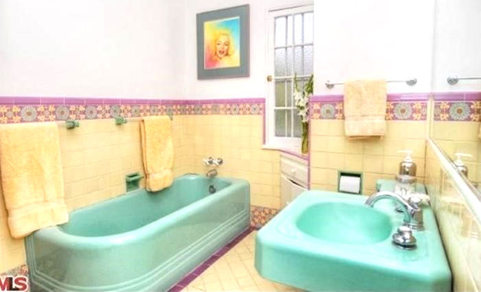 esempio di rivestimento per il bagno stile anni 70