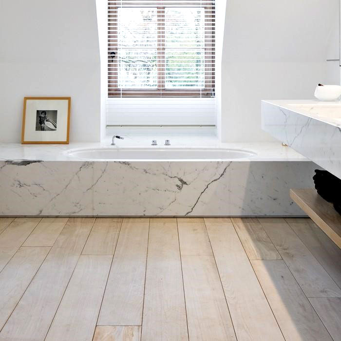 uso del marmo per rivestire la vasca