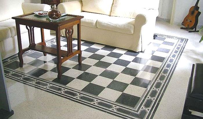pavimento in marmo con fantasia a scacchi